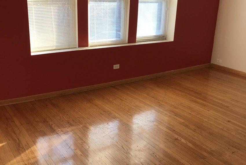 7752 Racine livingroom2
